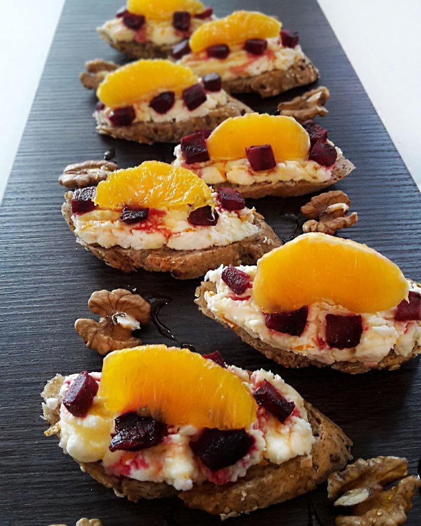 crostini-cu-sfecla-rosie-branza-de-vaci-si-portocale-04-819x1024