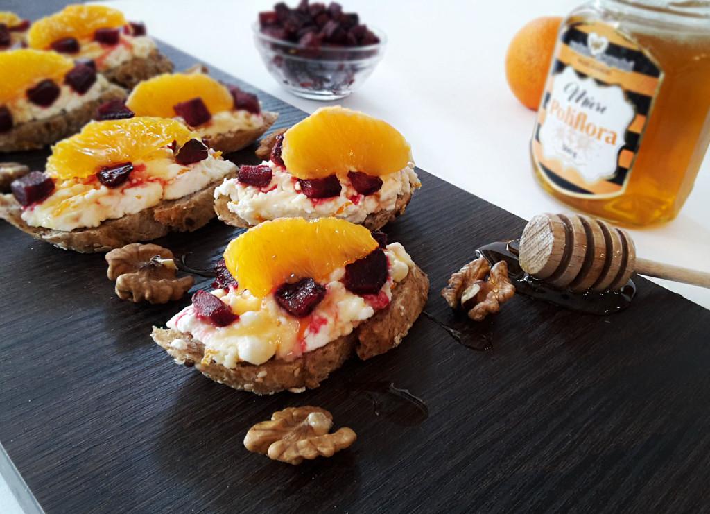 crostini-cu-sfecla-rosie-branza-de-vaci-si-portocale-02